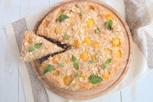 Абрикосовый пирог с овсянкой