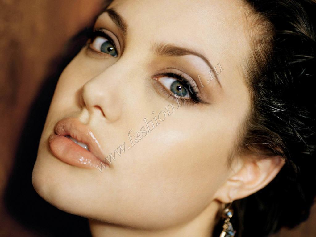 Уход за губами от Анджелины Джоли