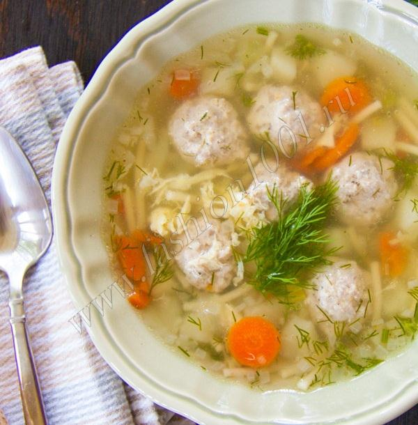 Готовый вермишелевый суп с фрикадельками