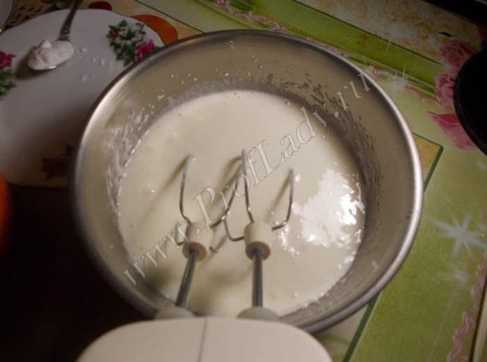 Торт Прага: взбиваем яйца с сахаром