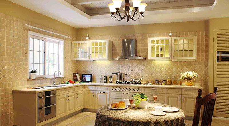 Кухня в стиле прованс в светлых, теплых оттенках