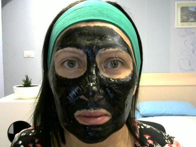 На фото я с черной маской на лице